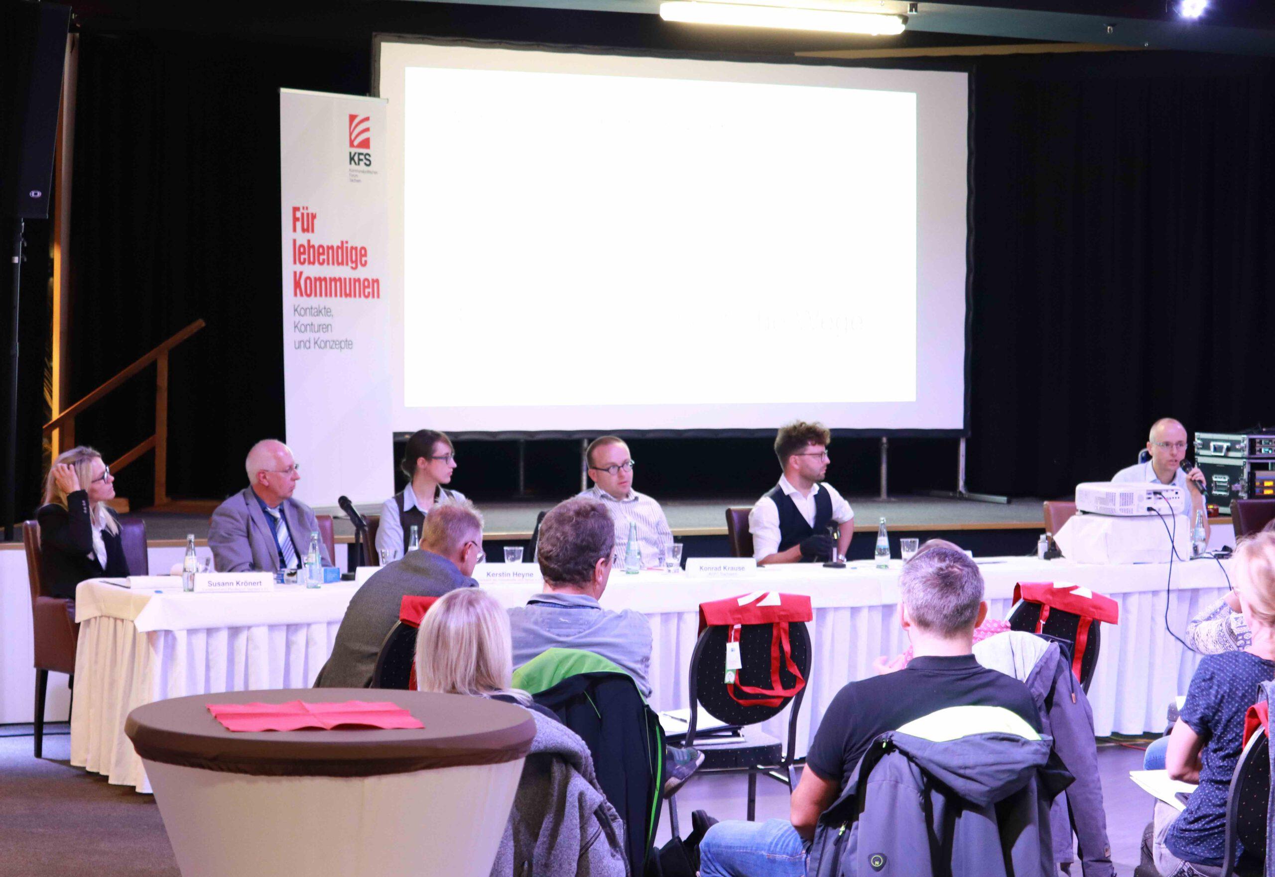v.l.n.r.: Susann Krönert (Landesverband Pferdesport Sachsen e.V.) Steffen Schlott und Kerstin Heyne (Verband der Freizeitreiter und -fahrer e.V.), Lars Kleba (KFS), Ivo Partschefeld (Sachsens Wege)
